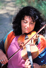 shira_kammer_violinist_early_music_renaissance_baroque_celtic_klezmer_rogue_classical_music_trips